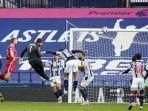 kiper-liverpool-asal-brazil-alisson-becker-3l-mencetak-gol-kedua.jpg
