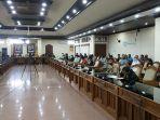 komisi-iv-dewan-perwakilan-rakyat-daerah-dprd-bali-kedatangan-sejumlah-masyarakat-di-kantornya.jpg