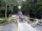 kondisi-jembatan-yang-menghubungkan-kelurahan-subagan-ke-desa-adat-asak.jpg