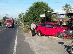 kondisi-mobil-berwarna-merah-yang-mengalami-kecelakaan-karena-oleng.jpg