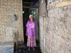 kondisi-rumah-dan-nenek-salimah-di-banjar-taman-desa-tuwed-kecamatan-melaya.jpg
