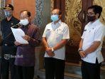 konferensi-pers-gubernur-bali-wayan-koster-di-rumah-jabatannya-denpasar-bali-rabu-2682020.jpg