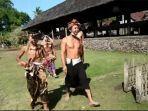 krama-adat-tenganan-pegeringsingan-kecamatan-manggis-gelar-tradisi-maling-malingan-r.jpg