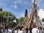 krama-desa-adat-munggu-saat-melakukan-tradisi-mekotek-di-desa-munggu.jpg