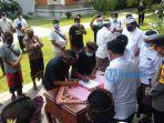 krama-desa-adat-pakudui-dan-krama-tempekan-pakudui-kangin-menandatangani-kesepakatan-damai.jpg