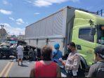 laka-lantas-truk-kontainer-versus-mobil-pick-up-bak-terbuka-terjadi-di-denpasar-bali.jpg