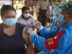 layanan-vaksinasi-masal-di-halaman-parkir-asrama-polres-bangli-awal-bulan-agustus.jpg