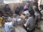 logistik-pemilu-2019-kota-denpasar-pelipatan-surat-suara-capres-cawapres-ke-dalam-sampul.jpg