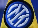 logo-resmi-baru-inter-milan-di-bendera-pada-pertandingan-sepak-bola-serie-a-italia-inter-milan.jpg