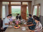 menparekraf-saat-bertemu-dengan-perwakilan-himpunan-pramuwisata-indonesia.jpg