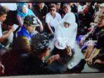mensos-khofifah-indar-parawansa-beri-bantuan-ke-korban-longsor-di-bangli_20170213_152213.jpg