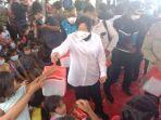 menteri-sosial-mensos-tri-rismaharani-mengunjungi-korban-gempa-bumi-di-desa-ban.jpg