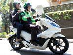 mitra-driver-go-jek-mengantarkan-pelanggan-menggunakan-honda-pcx-electric.jpg