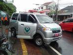 mobil-ambulans-mengalami-laka-lantas.jpg
