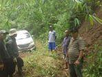 mobil-avanza-dengan-nomor-polisi-z-1167-ld-yang-tersesat-di-hutan-gunung-putri-majalengka.jpg