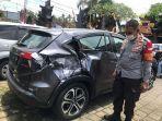 mobil-hitam-mengalami-rusak-berat-pada-bagian-belakang-setelah-mengalami-kecelakaan.jpg