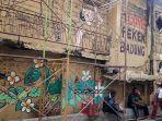mural-pada-bagian-timur-pasar-badung-yang-sedang-dalam-tahap-pengerjaan-senin-2632019.jpg