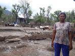 ni-nengah-karini-menunjukkan-kondisi-rumahnya-yang-roboh-akibat-diterjang-angin-kencang.jpg