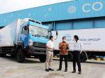 otto-iskandar-berbicang-dengan-director-of-sales-marketing-commercial-vehicle.jpg