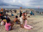 pantai-sanur-dipadati-wisatawan-minggu-22122019.jpg