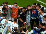 para-pemain-argentina-melakukan-selebrasi-usai-pertandingan-semifinal-turnamen-sepak-bola.jpg