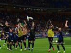 para-pemain-inter-milan-merayakan-kemenangan-4-0-pada-pertandingan-sepak-bola-serie-a.jpg