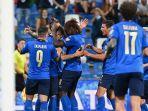 para-pemain-italia-merayakan-gol-kelima-timnya.jpg