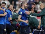 para-pemain-italia-merayakan-setelah-memenangkan-pertandingan-sepak-bola-final-uefa-euro.jpg