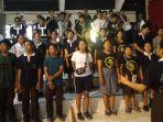 para-siswa-marching-band-smkn-3-sukawati-sedang-mengisi-acara-saat-hut-sekolah_20181003_120533.jpg