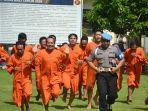 para-tahanan-polres-gianyar-saat-berolahraga-pagi-di-halaman-polres-gianyar.jpg