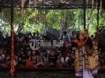 parade-topeng-panca-dari-gianyar-di-pkb_20160705_223722.jpg