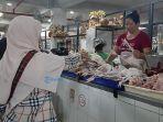 pedagang-ayam-boiler-di-pasar-badung-denpasar.jpg