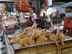 pedagang-ayam-potong-di-pasar-kidul-bangli-saat-menunggu-pembeli-senin-194.jpg