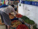 pedagang-cabai-di-pasar-badung-denpasar-bali-selasa-9-maret-2021.jpg