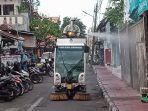 pelaksanaan-penyemprotan-disinfektan-di-kawasan-jalan-gajah-mada.jpg