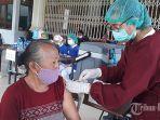 pelaksanaan-vaksinasi-di-banjar-tengah-sesetan-denpasar.jpg