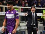 pelatih-kepala-inter-milan-italia-simone-inzaghi-memberi-isyarat-selama-pertandingan.jpg