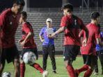 pelatih-timnas-indonesia-shin-thae-yong-saat-memimpin-pemusatan-latihan-timnas-u-19.jpg