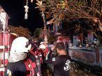pemadam-kebakaran-saat-melakukan-pemadaman-api-rumah-yang-terbakar-di-perumahan-dalung.jpg
