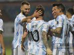 pemain-argentina-lionel-messi-merayakan-dengan-rekan-satu-timnya-setelah-mencetak-gol.jpg