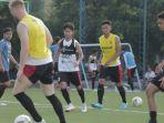 pemain-bali-united-agus-nova-berlatih-bersama-tim-bali-united.jpg