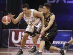 pemain-bali-united-basketball-ponsianus-nyoman-indrawan-alias-koming-saat-laga-lanjutan-ibl-2021.jpg