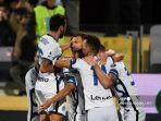 pemain-depan-inter-milan-asal-bosnia-edin-dzeko-merayakan-tengah-gol-dengan-rekan-satu-tim.jpg