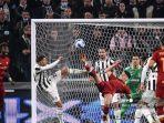pemain-depan-juventus-italia-federico-bernardeschi-kedua-kiri-dan-pemain-belakang-roma.jpg