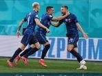 pemain-slovakia-rayakan-gol.jpg