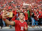 pemain-timnas-indonesia-ezra-walian_20170825_143904.jpg