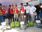 pembagian-konkit-elpiji-3-kg-untuk-nelayan-lombok-tengah_20180928_142742.jpg