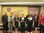 pemberian-penghargaan-di-acara-semintar-international-hospitality-outlook-stp_20180314_215141.jpg