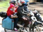 pemudik-menggunakan-sepeda-motor-melintas-di-jalan-soekarno-hatta-kota-bandung-senin-1962017.jpg