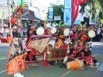 penampilan-peserta-drumband-etnik-banyuwangi_20180223_194504.jpg
